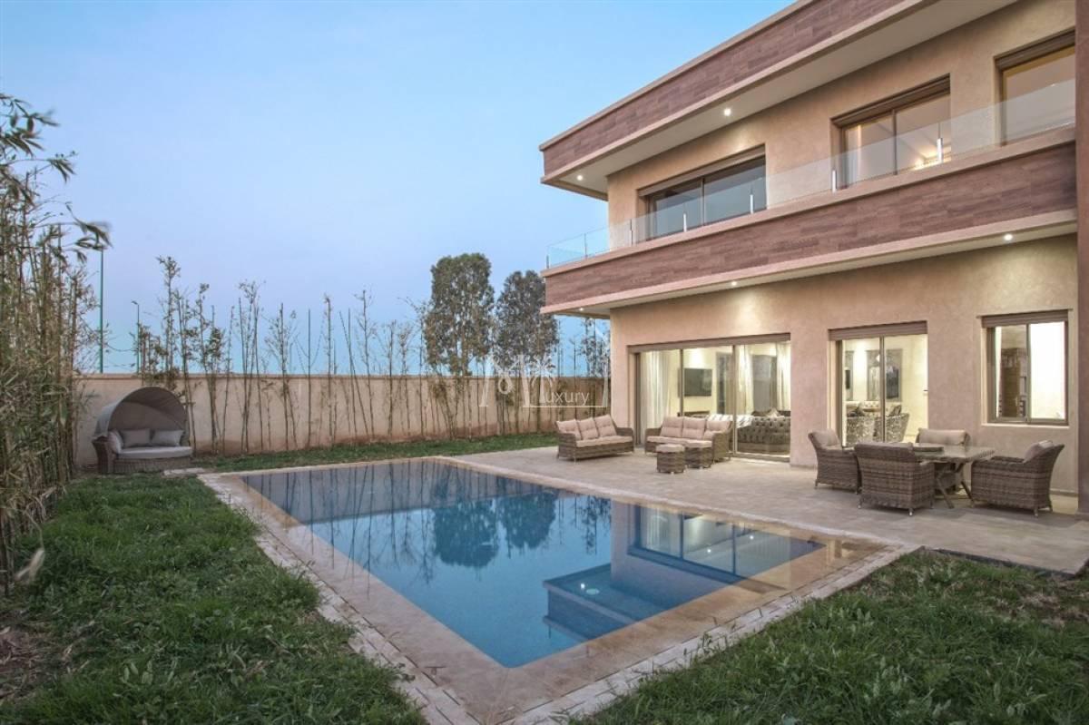 Superbe villa neuve à louer Agdal